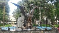Кощей Бессмертный и Змей Горыныч. Скульптурная композиция фонтана в Новосибирске