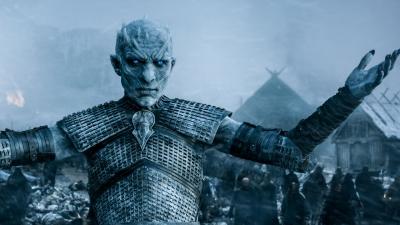 """Белый ходок (Король Ночи), поднимающий армию мертвых. Кадр из пятого сезона сериала """"Игра престолов"""" (2015)"""