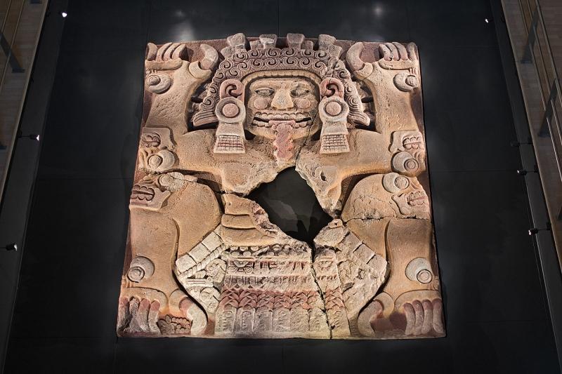 Монолит Тлальтекутли из пирамиды Уицилопочтли (Темпло Майор), Мехико