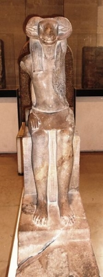 Статуя бараноголового бога (предположительно, Амона)