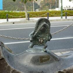 Статуя бакэ-дзори в Сакаиминато, на улице Шигеру Мизуки
