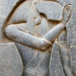 Барельеф с изображением бога Тота (Луксор)