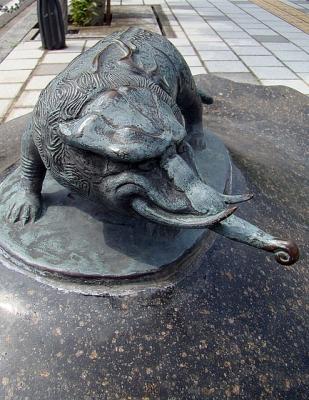 Баку. Статуя на улице Шигеру Мизуки в Сакаиминато