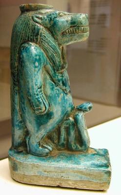 Фаянсовая статуэтка богини Таурт. Египет, поздний период