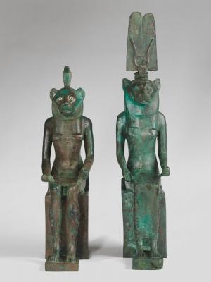 Две бронзовые статуэтки львиноголовых божеств мужского и женского пола