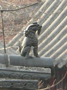 Чжаофэн на коньке крыши