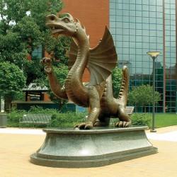 Статуя Марио Великолепного, дракона Дрексельского университета