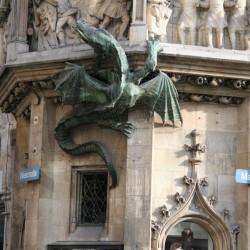 Скульптура дракона на новой мюнхенской ратуше