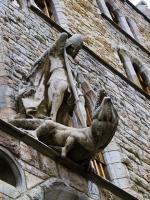 Св. Хосе (Георгий) и дракон над входом в дом Ботинес