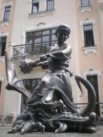 Покатигорошек. Скульптурная композиция у Киевского государственного академического театра кукол