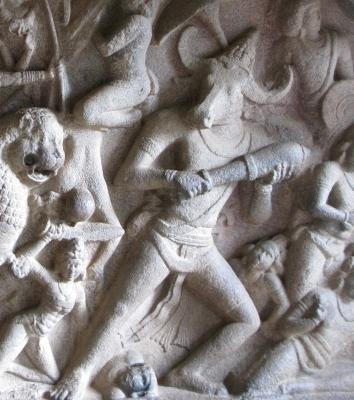 Быкоглавый демон-асура Махиша. Фрагмент барельефа пещерного храма в Махабалипураме (Мамаллапурам)