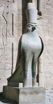 Гор-сокол. Статуя в храме Эдфу, Египет