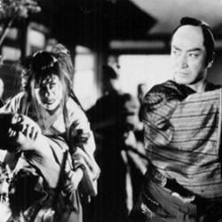 "Кайбё нападает на девушку. Фильм ""Проклятая стена кошки-призрака"""