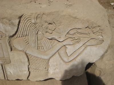 Древнеегипетский бог Маахес. Барельеф в храме Хатхор в Дендере