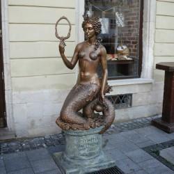 Нимфа Мелюзина. Статуя на площади Рынок во Львове
