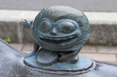 Адзуки-хакари. Статуя в Сакаиминато, на улице Шигеру Мизуки