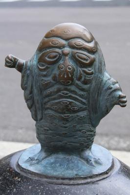 Хякумэ. Статуя в Сакаиминато, на улице Шигеру Мизуки