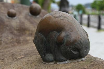 Сунэкосури. Статуя в Сакаиминато, на улице Шигеру Мизуки