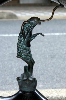 Тэндзёнамэ. Статуя в Сакаиминато, на улице Шигеру Мизуки