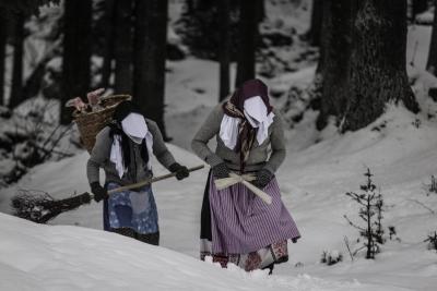 Традиционные костюмы Носатой Перхты в Раурисе, Австрия