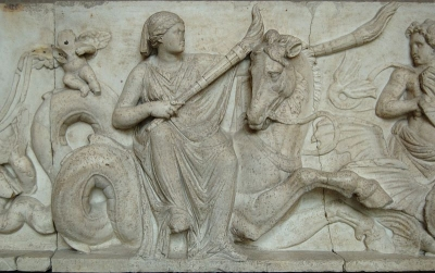 Океанида Дорида (мать нереид) верхом на гиппокампе. Скульптурная группа, конец II века до н.э.