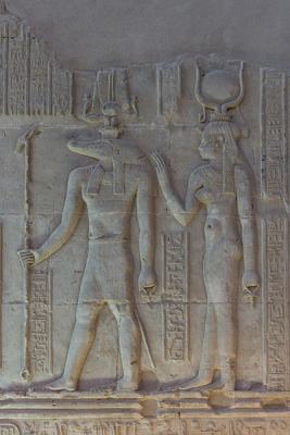 Бог Себек и богиня Хатхор. Фрагмент барельефа из Ком-Омбо
