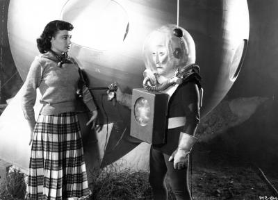 """Рекламное фото со съёмок фильма """"Пришелец с планеты Икс"""" (The Man from Planet X, 1951)"""
