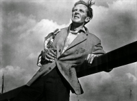 """Рекламное фото к фильму """"Эксперимент Куотермасса"""" (The Quatermass Xperiment, 1955)"""