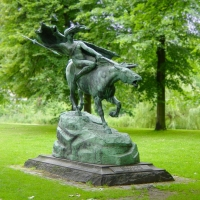 Валькирия на коне. Статуя Стефана Синдинга в парке Копенгагена
