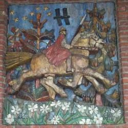 Один и Слейпнир на стене ратуши Осло. Деревянный барельеф