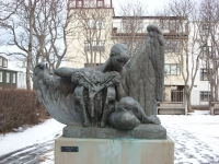 Скульптура ангела у Музея Эйнара Йонсона в Рейкьявике