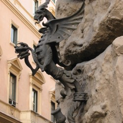 Римский дракон-канделябр как устаревший элемент архитектурного декора