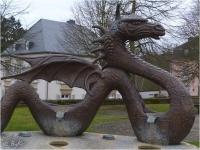 Скульптура-фонтан дракона в г. Мерш, что в Люксембурге