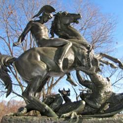 Св. Георгий и дракон — скульптурная композиция в Филадельфии