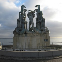 Гидра и Геракл - скульптурная композиция
