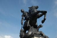 Дракон, поверженный рыцарем — военный мемориал в Ньюкасл-апон-тайн