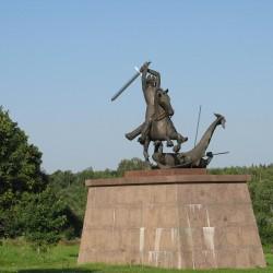 Эстонский вариант драконоборца в городке Тори