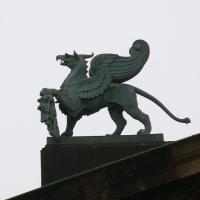 Грифон. Изваяние на крыше оперного театра в Дрездене