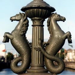 Гиппокампы Дублина на одном из его мостов