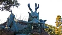 Статуя японского дракона