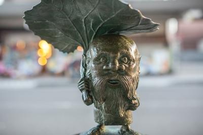 Korobokuru. Статуя в Сакаиминато, на улице Шигеру Мизуки