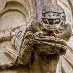 Чужой — горгулья Вифлеемской часовни (Сен-Жан-де-Буазо, Франция)