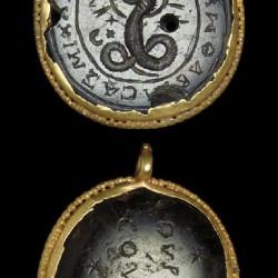 Гликон на античном медальоне