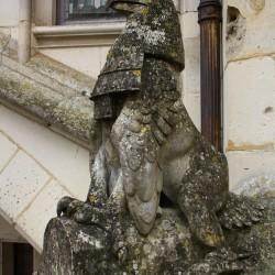Статуя грифона в пикардийском замке Пьерфон