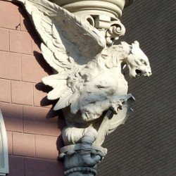 Грифон. Фигура на здании Национального банка в Киеве