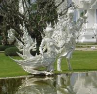 Две киннары - скульптурная композиция Белого Храма
