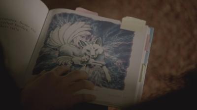 """Рисунок кицунэ в детской книжке. Сериал """"Волчонок"""" (Teen Wolf). Сезон 3, эпизод 17"""