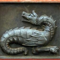 Барельеф линдворма — символа баварской коммуны Мурнау-ам-Штаффельзее