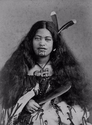 Женщина маори с традиционными татуировками, примерно 1900-1910