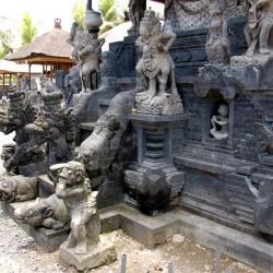 Наги Индонезии. Скульптурная композиция на острове Бали